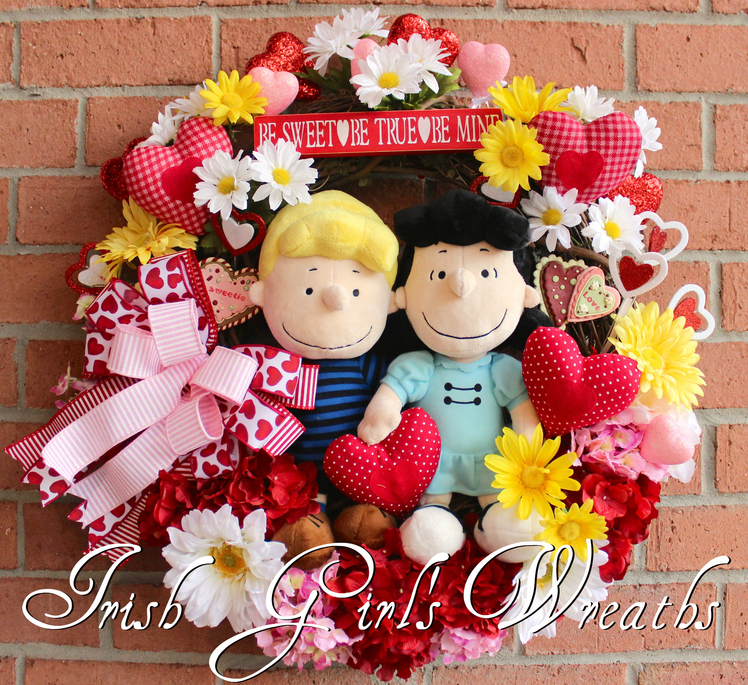 Lucy and Schroeder Peanuts Valentines Wreath, Be Mine