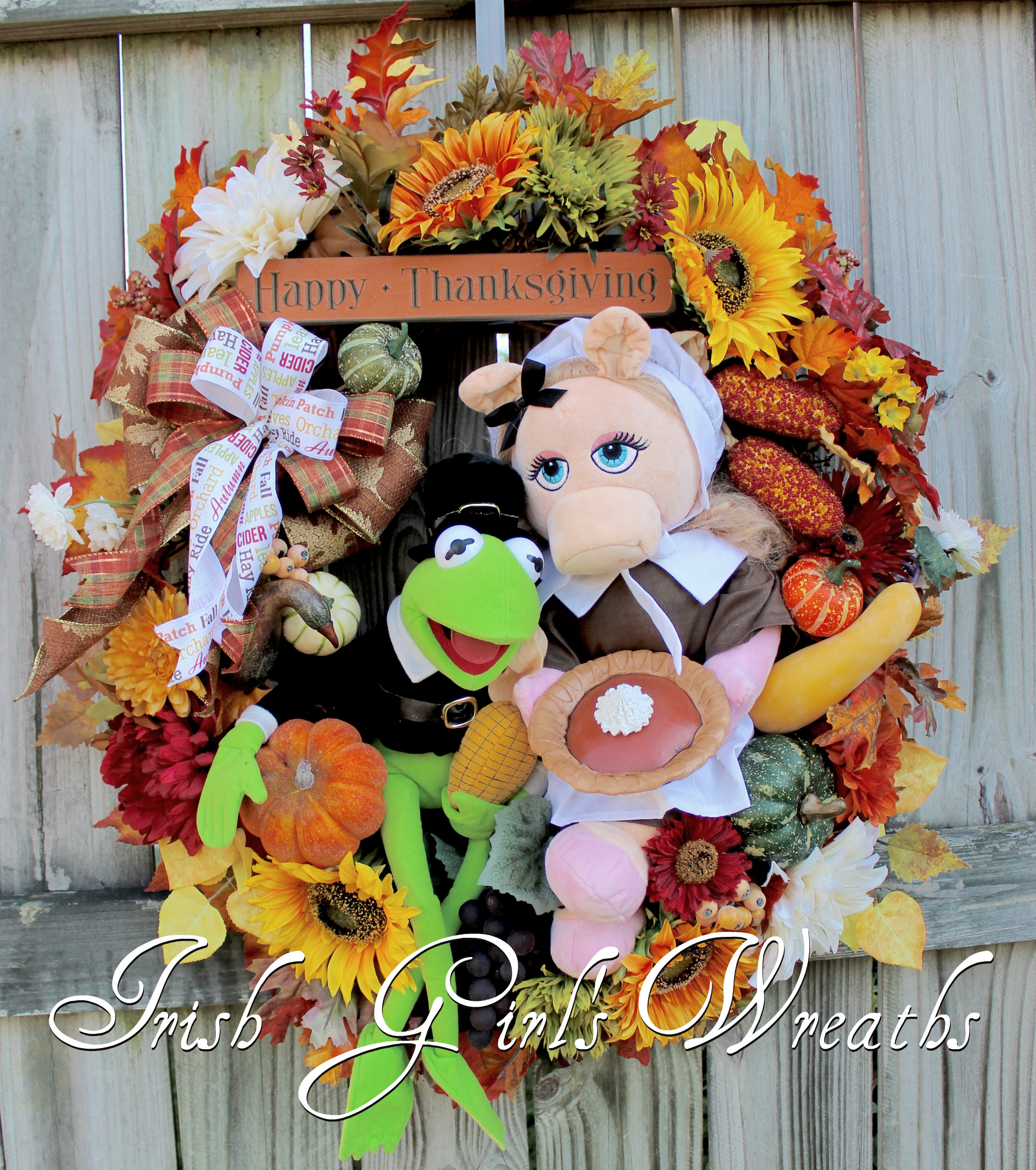 Kermit the Frog and Miss Piggy Muppets Thanksgiving Pilgrims Wreath