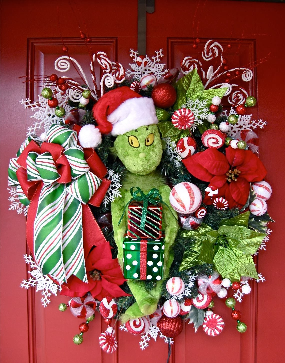 Grinch Wreath With Peppermint String Lights