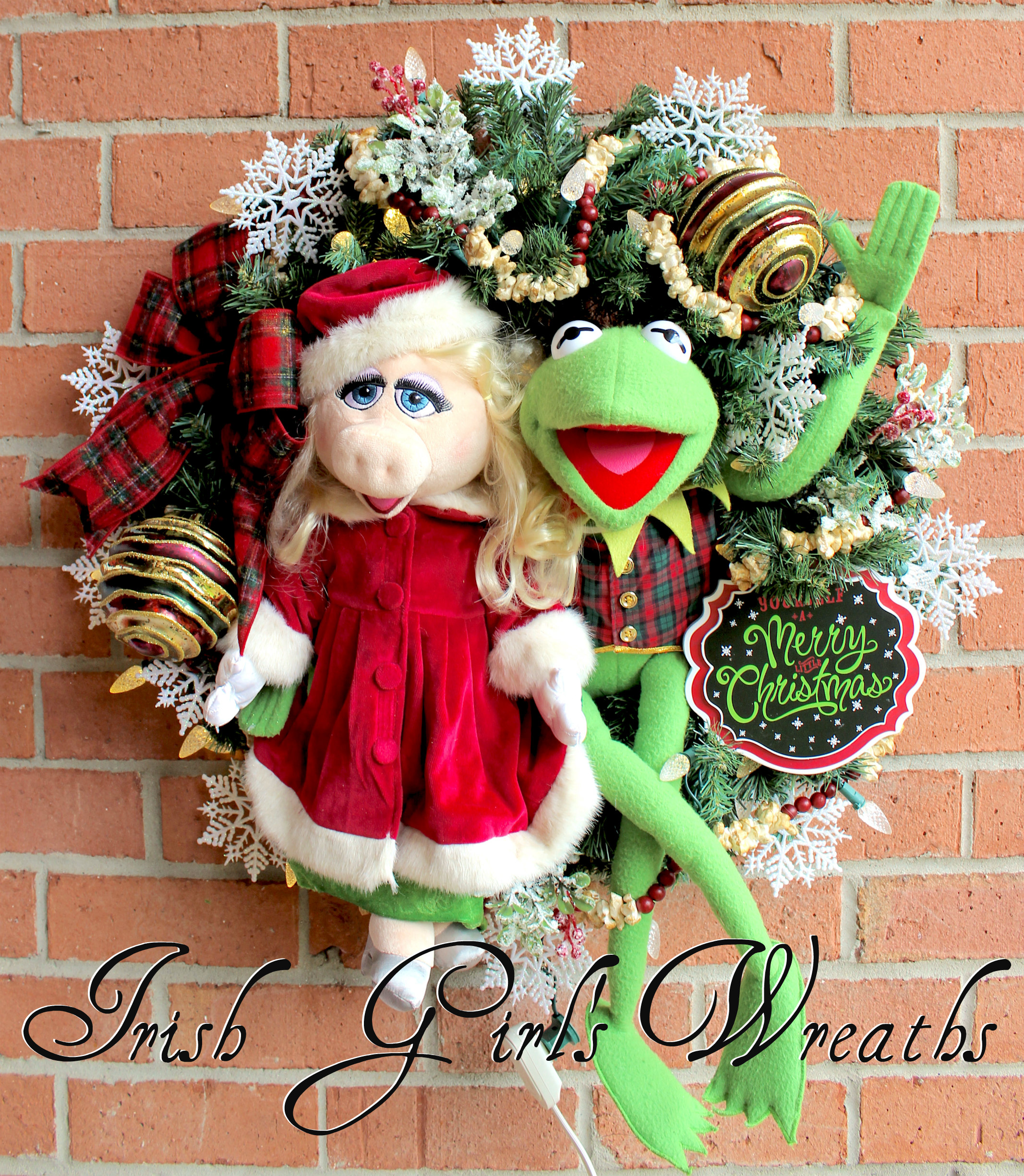 Kermit the Frog & Miss Piggy Merry Little Muppet Christmas Wreath, pre lit