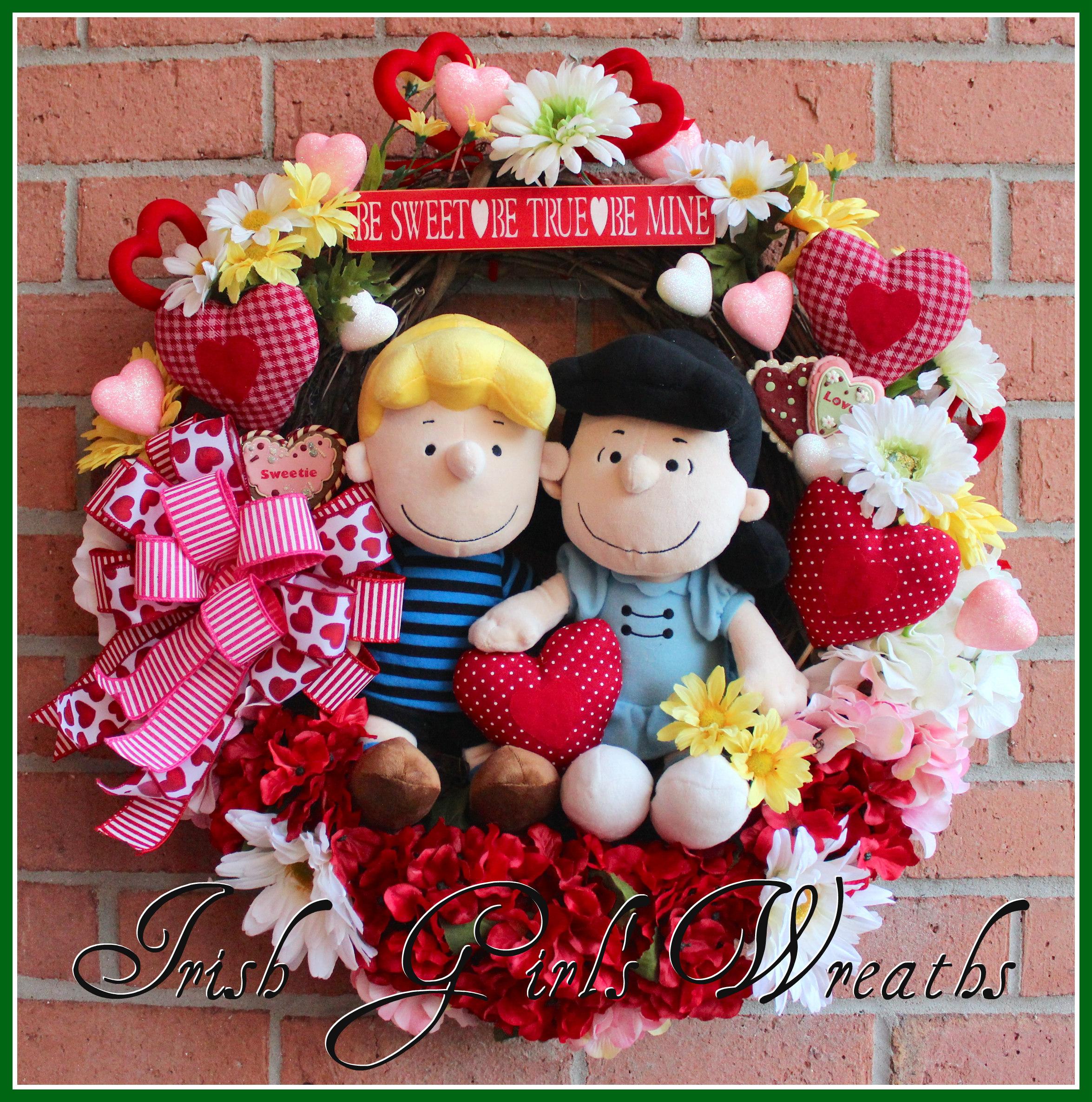 Peanuts Lucy & Schroeder Valentine Wreath, hydrangea, heart, Gerbera Daisies, red pink white yellow, Charlie Brown