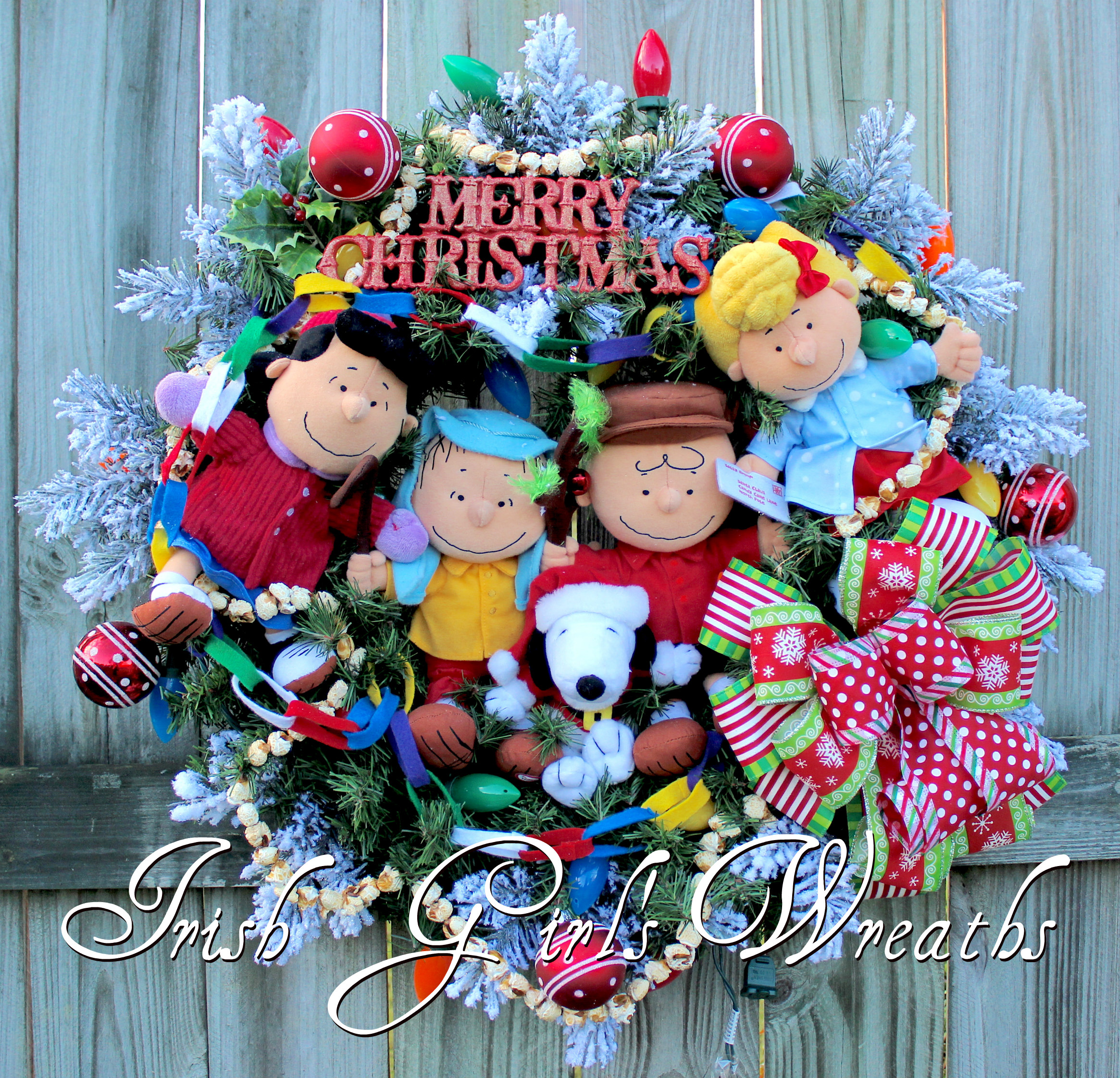 Deluxe Charlie Brown Christmas Wreath, Peanuts Gang Christmas Wreath with lights, Shepherd Linus, Lucy, Snoopy, Sally