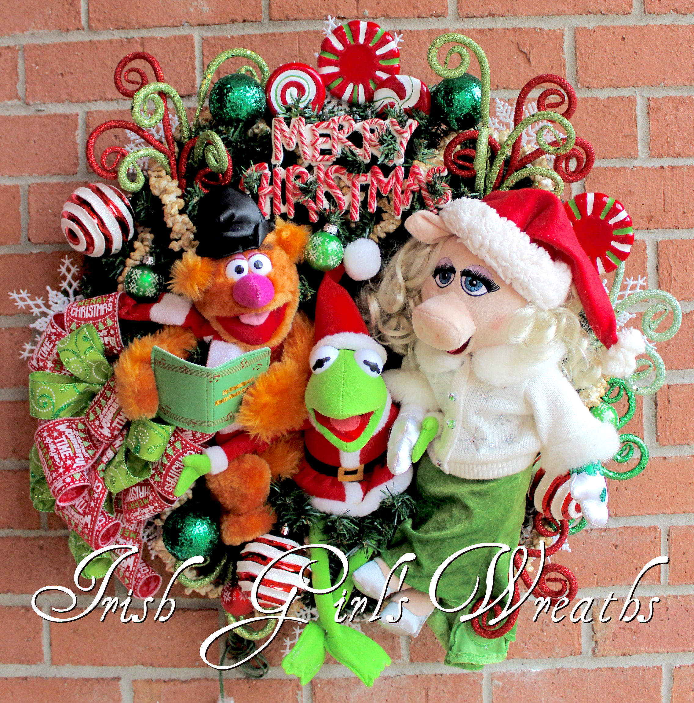Magnificent Muppets Merry Christmas Wreath pre-lit, Peppermint, Fozzie Bear, Kermit the Frog, Miss Piggy, Popcorn garland, Peppermint